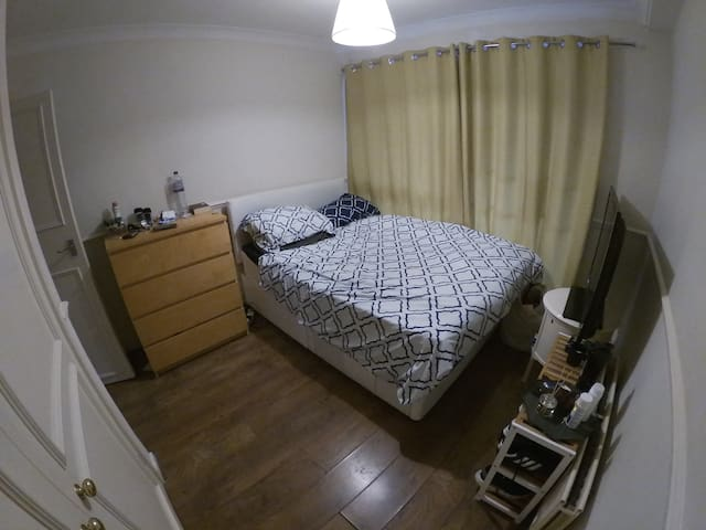 Cozy Double Bed 3 min from Clapham Junction Stcn