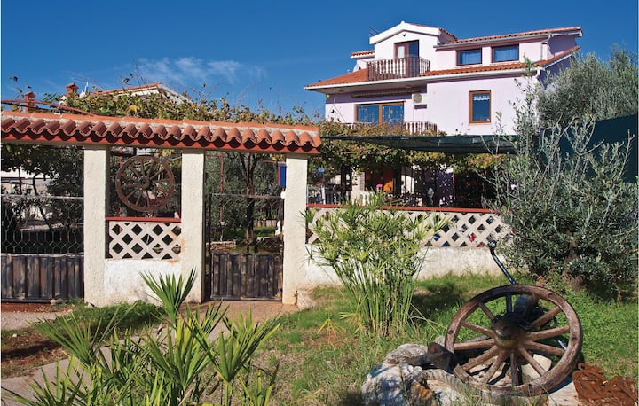 Stunning home in Fazana with WiFi and 3 Bedrooms