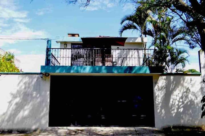 Cómoda Habitación en zona Residencial con balcón