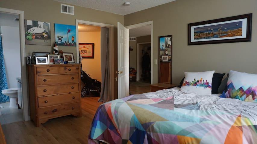Master bedroom, ensuite bath. Gym, hot tub, lakes - Boulder - Condominio