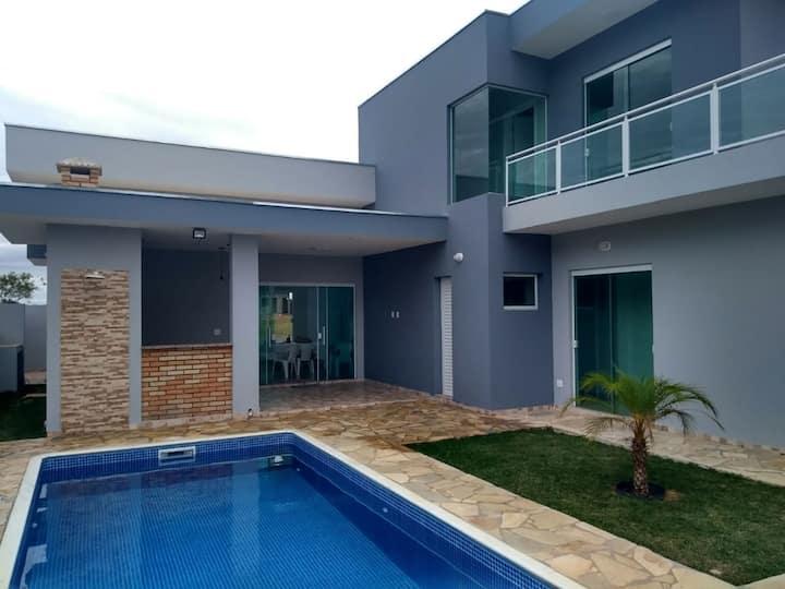 Casa linda com lazer completo e wifi em Porangaba