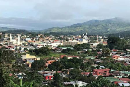 Casa vista a las montañas del Chirripó