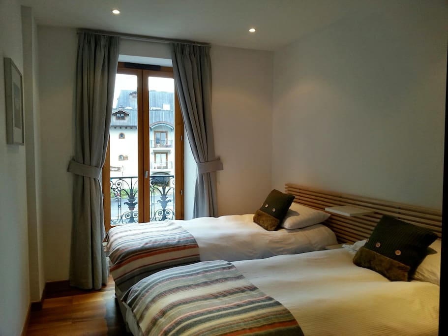 Twin Room with views to Aiguille du Midi