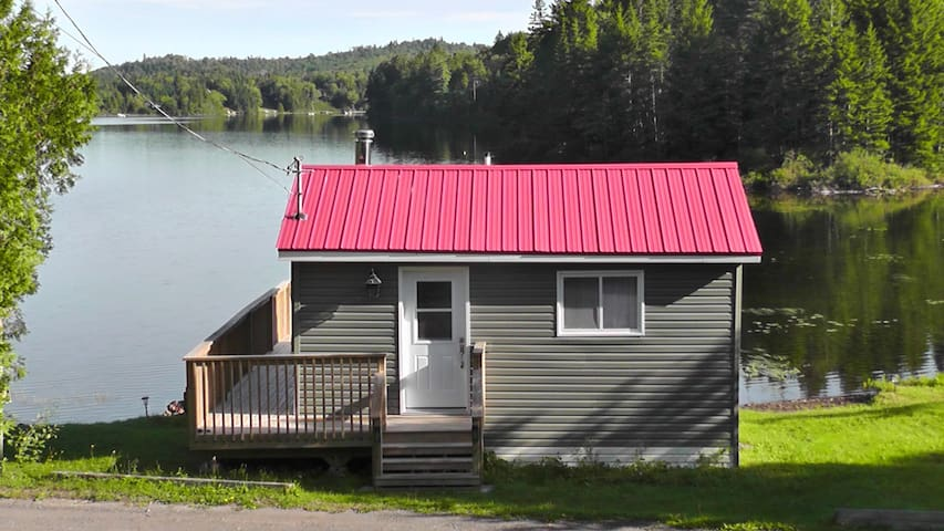 Lake Side cabin on private lake great fishing.