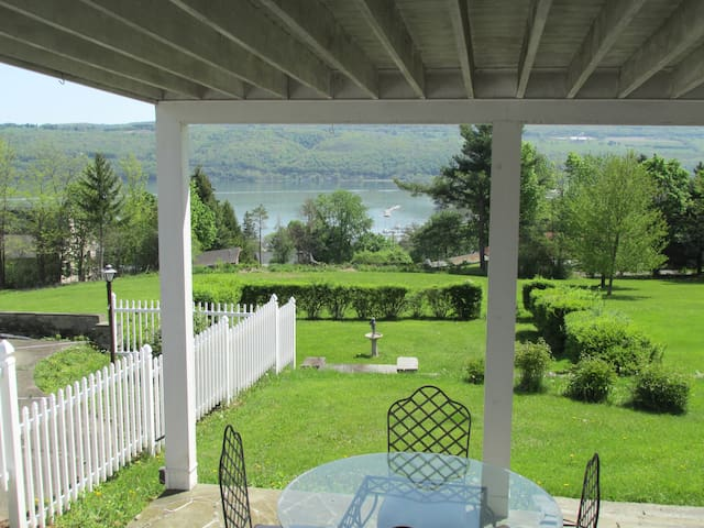 Private Guest Quarters/Seneca Lake