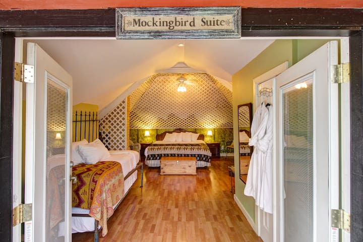 Mockingbird Suite - Inn on the Riverwalk