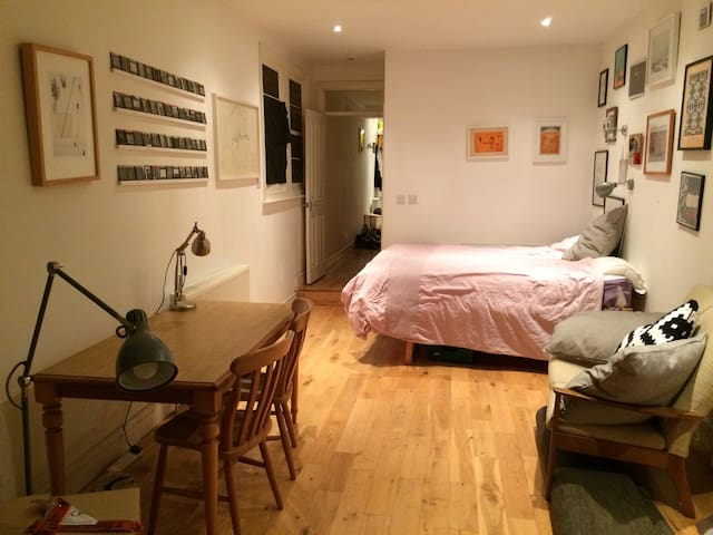 Large, sunny double room - London