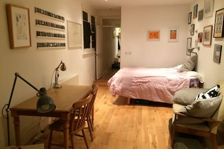 Large, sunny double room - Londen