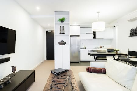 Stylish Apartment | Chapel x Toorak