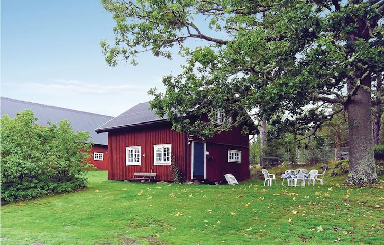 Former farm house with 2 bedrooms on 90m² in Västervik