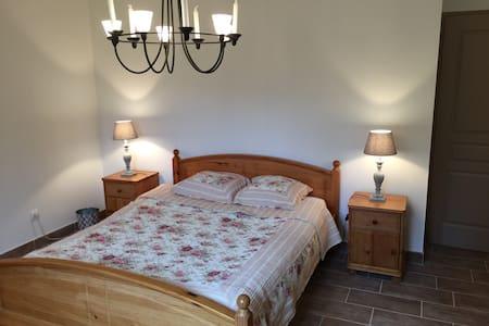 Chambre familiale la bastide - Vignieu - Bed & Breakfast