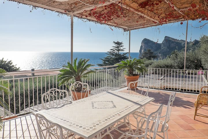 AZZURRA- Two Bedrooms Apartment with Sea View