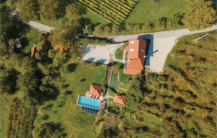 Holiday cottage with 3 bedrooms on 108 m² in Beretinec