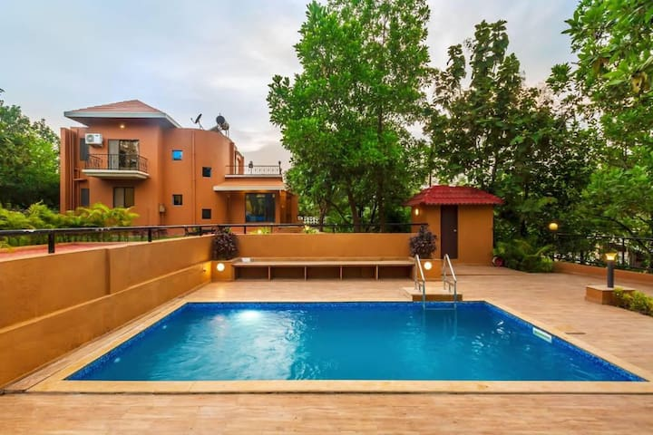 3 BHK Luxurious Pool Villa, Fully Staffed