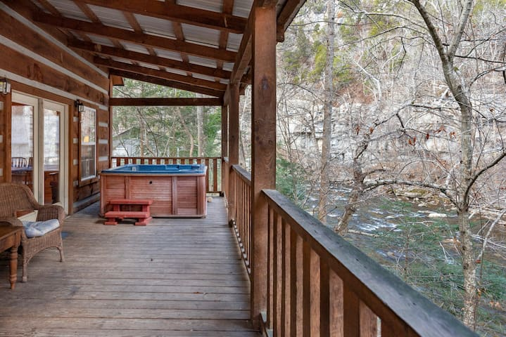 Down by the River w/hot tub *NEW LISTING DISCOUNT*