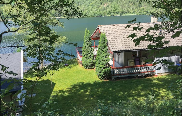 Holiday cottage with 3 bedrooms on 75m² in Etne