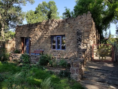 Historic stone cottage retreat in Las Vegas, NM