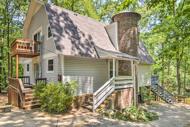 'Mallard's Rest' Waterfront Hot Springs Home!