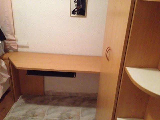Esplugues room - Esplugues de Llobregat - Apartament