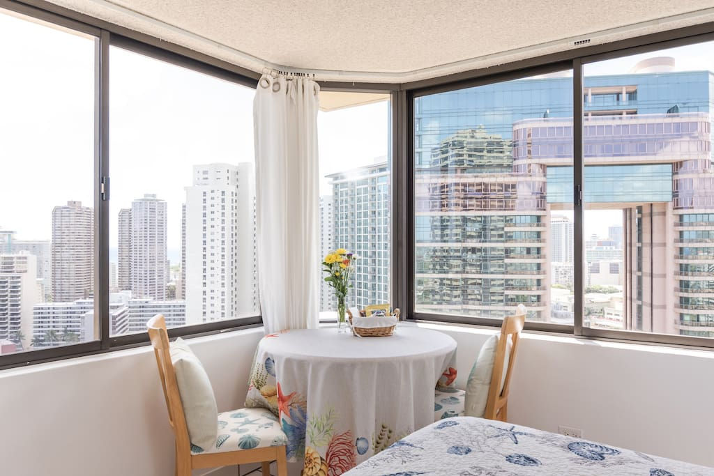 180 Views of Ocean, Ala Wai Canal and Mountains from Bistro table