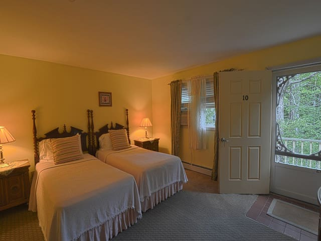 10- The Evergreen Room (Cottage) Pet friendly