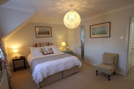 Mayflower House  En suite room with king size bed
