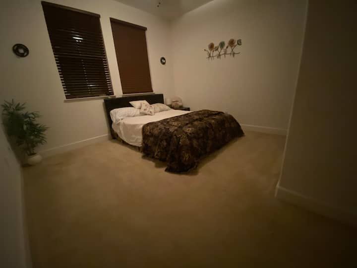 Private GuestBedroom with Queen Bed & Private Bath