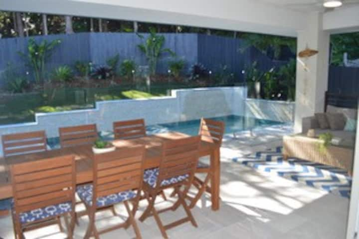 Pool, Aircon, Wifi, Short Walk to Beach and Cafes