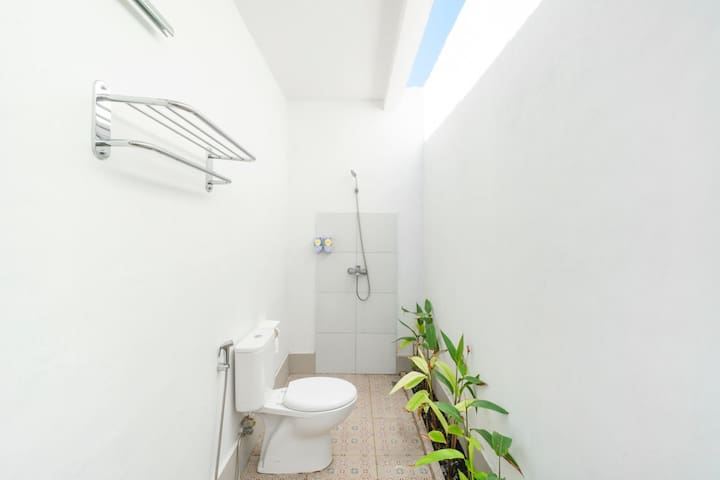 Semi-Outdoor Bathroom Nest with Fast WiFi Access