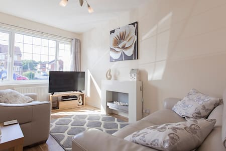 Lovely Private Annex Apartment in Leeds - Morley - Apartemen