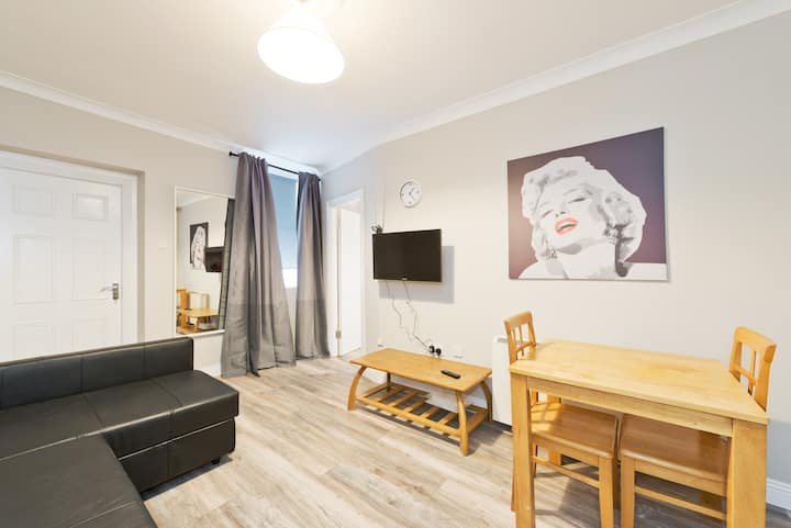 **MONTHLY discounts**Cosy 1bed apartment**O'Connell Street