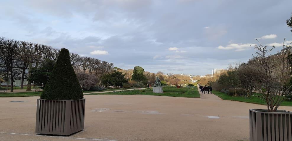 Deux pièces,  Paris 5ème entrée Jardin des plantes