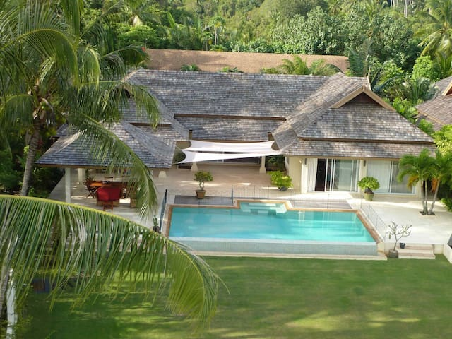 FRONTBEACH  luxury VILLA private beach 4 bedrooms