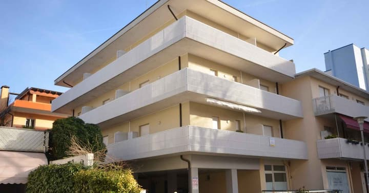 apt for 2+2 persons with a/c in Bibione R81897
