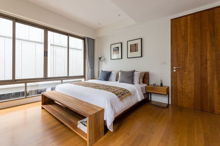 APT476 | 2nd Fl. | 2 BDR | 1min walk to Subway