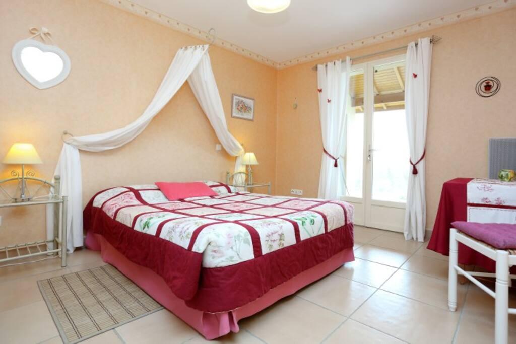 chambres et table d 39 h tes dordogne chambres d 39 h tes louer le buisson de cadouin aquitaine. Black Bedroom Furniture Sets. Home Design Ideas