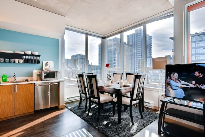Speechless In Seattle! #1 Location - 2BR - Free Parking! (VR1)