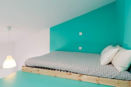 Light and colorful cosy studio - Oporto