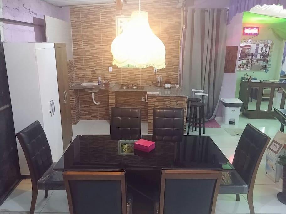 Cozinha e Mesa de Jantar (Reunião) do Salão Social
