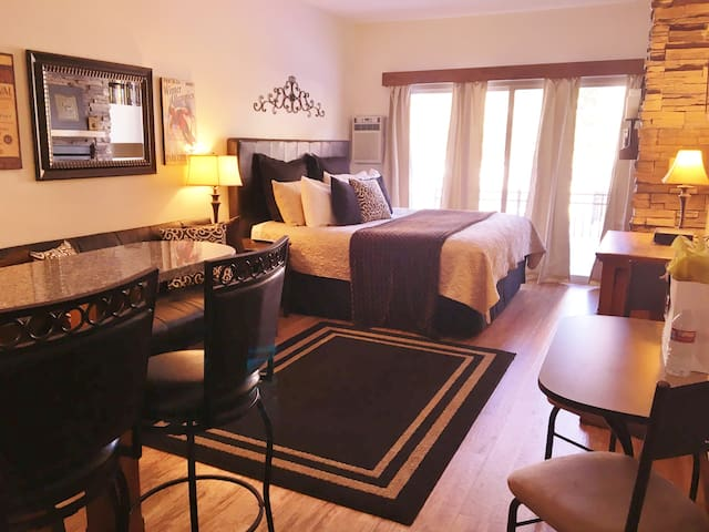 Cozy & Cute w/King, 1 Mile to Main St-FREE busline - Park City - Kondominium