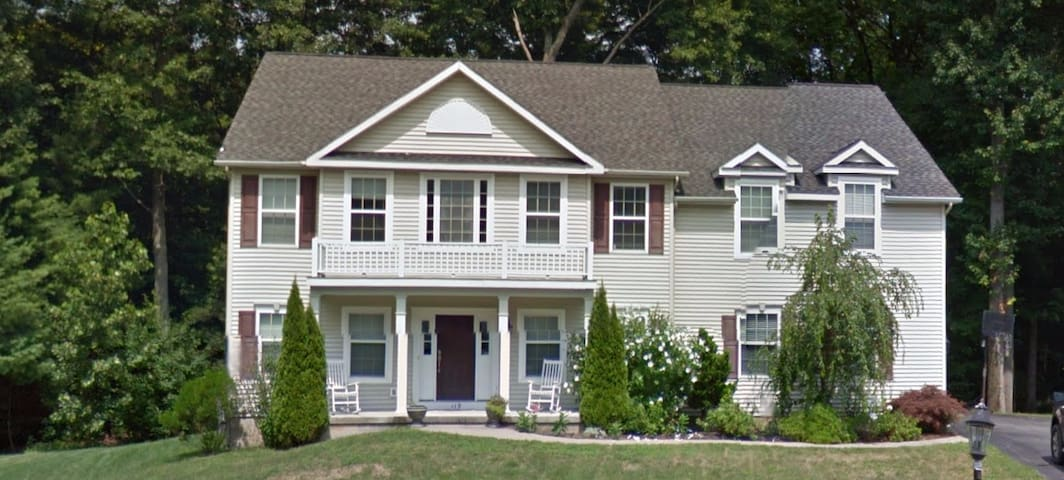 Spacious Home Perfect for Saratoga Track & Beyond