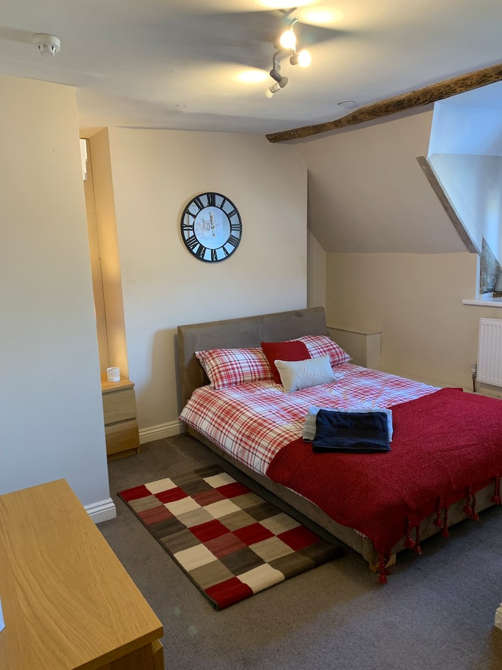 Studio double with own bathroom shared kitchen