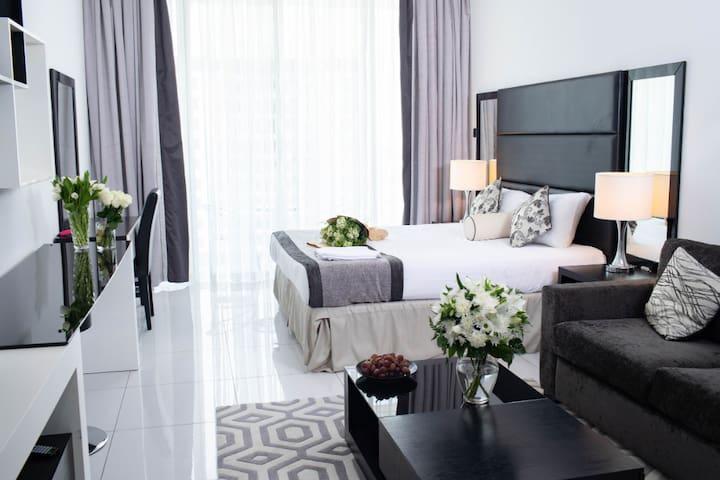 Luxury Furnished Studio Apartment @Roma (56)
