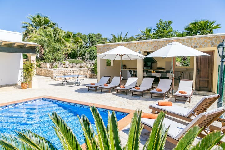 Secluded Villa w/pool 23 minutes from Ibiza