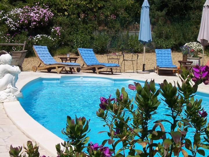 Villa Saint Tropez only 500 m from the beach.