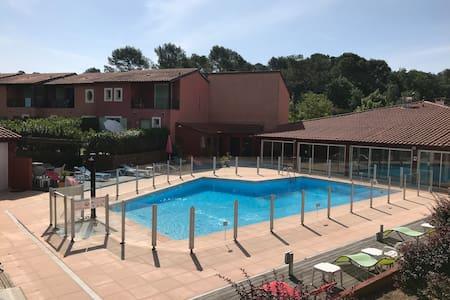 Studio calme, balcon, piscine près du golf