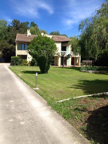 Chambre duplex privée 4pers & balcon, coeur nature - Arles - Villa