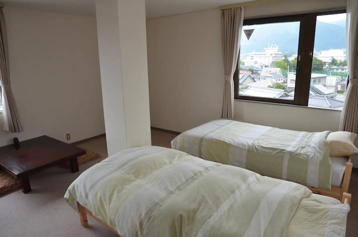 Private room with twin beds in Ueda