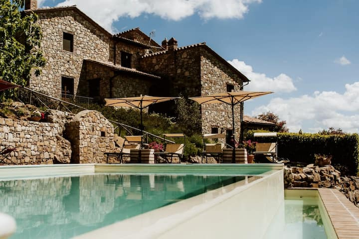 Beautiful historic farmhouse with pool, sleeps 21.