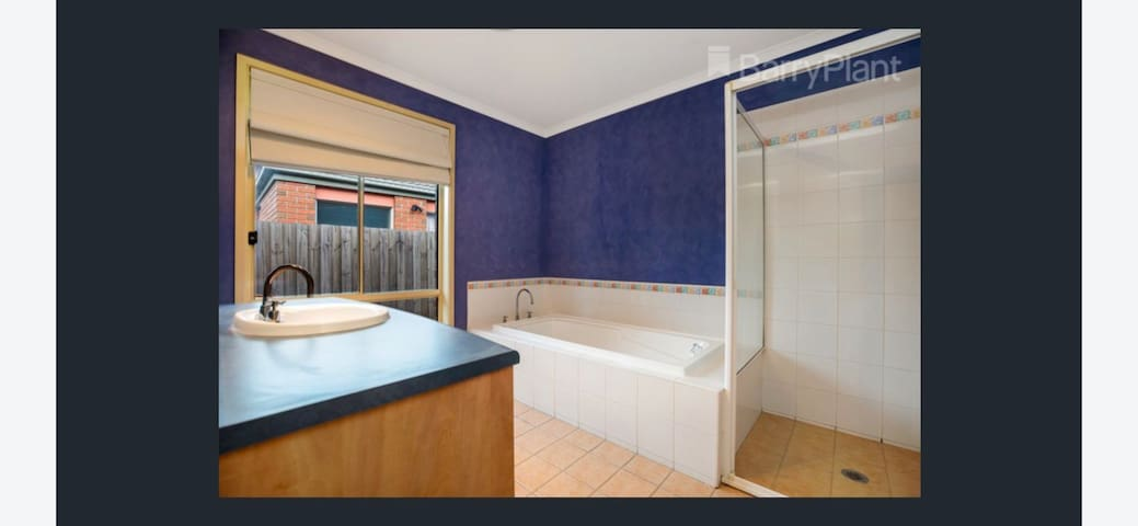Luxury Private En-suite - Fully furnished.